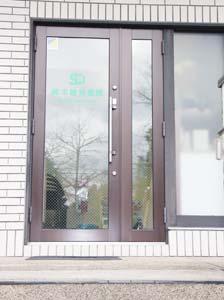 鈴木歯科医院ドア